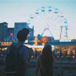شاید تنها کسی نیستم که دوستت دارم اما کسی هستم که تنها تو را دوست دارم !