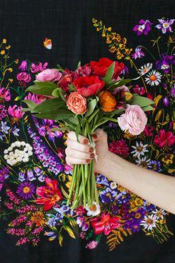 لبخند بزن چون سزاوار عشق و شادی هستی هرجا که هستی سهمِ امروزت یه بغل  خوشبختی و آرامش... تقدیم به دوستان گلم