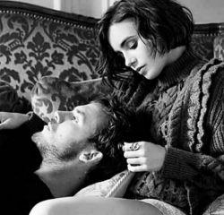 """تاحالا شده... یهو دلت تنگ بشه براش..  چشماتو میبندی و بهش فکر میکنی...  ناخوداگاه لبخند میاد روی صورتت...  زمزمه میکنی حرفاتونو...  """"دوست دارم عشقم"""" """" منم دوست دارم عزیزم""""  عکسش رو میاری روی گوشیتو و ساعت ها فق نگاش میکنی.. فاصله بد دردیه کاش کنارم بودی عشقم... و باز لبخند میزنی چون کسیو داری که خیلی دوسش داری و خیلی دوست داره...  اروم عکس روی گوشی رو میبوسی و خوابت میبره...  ( با وجود تموم فاصله ها خیلی دوست دارم علی جونم)"""