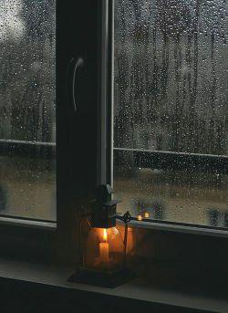 #شب سردیست هوا منتظر باران است/ وقت خوابست ودلم پیش تو سرگردان است / شب سردیست هوا درد فراوان دارد/ رفتنت درد و غم و گریه و هجران دارد/ شب بخیر ای نفست شرح پریشانی من/ ماه پیشانی من دلبر بارانی من