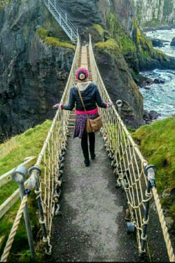 زندگی مثل یه پل قدیمیه!!!! به این فکر نکن که اگه.... تنها ازش بگذری دیرترخراب میشه  به این فکر کن که اگه!!! افتادی یکی باشه که  دستت رو بگیره
