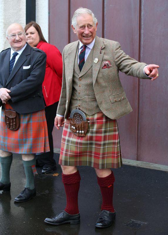 پرنس چارلز ولیعهد بریتانیا در لباس سنتی اسکاتلندی
