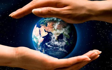 دنیای عجیبی شده است برای دروغ هایمان خداراقسم میخوریم                                 و ب حرف راست ک میرسیم           میشود جان تو
