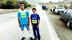 من و برادرم در دو و میدانی 5 کیلومتری در بانه  من سمت راست برادرم سمت چپ من از شصت ورزشکار هیجدهم شدم و برادرم دهم شدیم