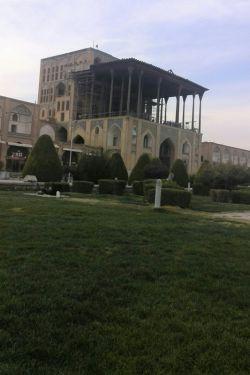 سلااام به همه دوستان ..شبتون بخیر ..عمارت عالی قاپو اصفهان ..جای همه دوستان خالی واقعا زیباس