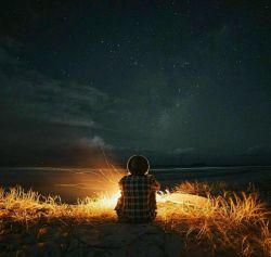 مدتهاست که دیگر شب نیست !! همان ادامه روز است ... کمی تاریکتر ، ساکت تر و بی نهایت غمگین تر ...
