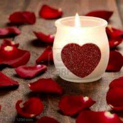 گفتم که چندیست دچار درد ماتم شده ام چون شمع که می سوزد من کم شده ام گفتا نکند که عاشق من شده ای؟؟ گفتم پ ن پ عاشق عمت شده ام♡♡♡♡