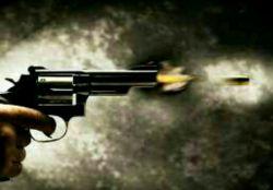 درد دل کردن با بعضی ها مثل پر کردن خشاب اسلحهایه که قراره بعد ها به خودت شلیک کنه.   حواست باشه با کی درد دل میکنی