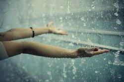 دستت را زیر باران بگیر به اندازه ی تمام قطره هایی که نگرفتید دوستتان دارم.....