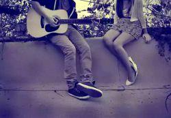 گیتارم کوک است  کوک کوک  انگار او هم میداند  که میخواهم  آخرین سازهای بودنم را   با او بنوازم....
