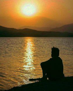 نقره داغ ؛ حال و روز یک مرد عاشق است ... مرد عاشقی که فکر میکرد ... چون عاشق است ؛ معشوقهاش هم باید ؛ به همان اندازه عاشقش باشد ...