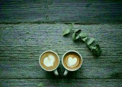 بهترین آدمهای زندگی ... همان هایی هستند که وقتی کنارشان  می نشینی  چایی ات سرد می شود و دلت گرم!