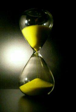آدمها!!! ساعت شنی نیستند که سر وتهشان  کنیم دوباره  از اول شروع شوند آدمها!!!! گاهے تمام می شوند... مواظب دل آدمها باشیم...