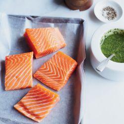مصرف دو بار در هفته ماهى سالمون یكى ازموثرترین مواد غذایى در حفظ و افزایش قواى جنسى وسلامت قلب وعروق مى باشد  #زندگی آنلاین