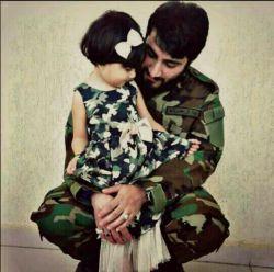 ای برادران، قبل از اینکه به جبهه بیایم، دخترم میخواست بامن با لباسِ نظامی عکس بگیرد؛ اگر شهید شدم، دورش را بگیرید، چراکه من اورا بسیار دوست دارم.