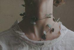 آغوش ترکیب پیچیده ای ست از من و خیال تو که هر شب مثل سایه روی دیوار خانه مى افتد...  #كامران_رسول_زاده