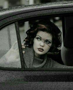 زن اصیل را با عشق اسیر کن نه قفس با توجه تملک کن نه تحجر با اعتماد پایبند کن نه تعصب ، خواهی دید غیر از کنارِ تو هیچ کجا نخواهد رفت.