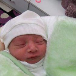اینم آقا یزدان امروز به دنیا اومد منم دایی شدم