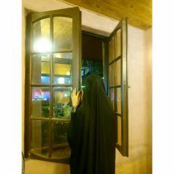 آذر شده است  و هوا پر شده از  دوستت دارم هایی  که به باد سپرده ام... خدا کند پنجره ات باز باشد... (عکس از خودم)