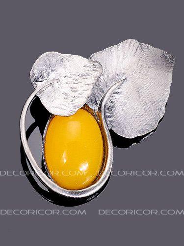سنجاق سینه سنگ در بین برگ BR104 قیمت 35000 تومان www.Decoricor.com  Telegram.me/Decoricor_com  براى سفارش میتوانید به 09194489197 تلگرام مسیج بدهید یا تماس بگیرید و یا از سایت ما خرید آنلاین كنید.