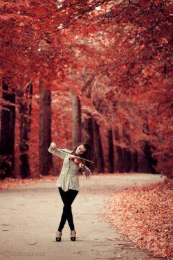 دوستت دارم...به اندازه تمام موجودیت های جهان.اما صبر می کنم تا روزی برسد...روزی برسد که تو نیز به من احتیاج پیدا کنی .این دلتنگی بهتر از این است که کنارت باشم...اما در قلبت نباشم