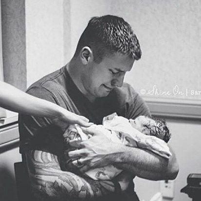 آغوشى هست كه هنوز مثل آن روز اول آمدنم به من حس امنیت میدهد ، به من میگوید كسى هست كه تو تا هر وقت بخواهى میتونى به آن تكیه كنى ، آغوشى كه متعلق به قلبى بزرگ است كه تا همیشه میتونى به پاسخش براى زمانى كه صدایش میكنى مطمین باشى ، من به صاحب این قلب بزرگ میگم بابا . . . دوستت دارم تا همیشه قهرمان .