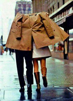 وجود عشق برای آن نیست تا ما را خوشحال کند من اعتقاد دارم عشق وجود دارد تا به ما نشان دهد چقدر می توانیم تحمل کنیم...سلام صبحتون بخیر