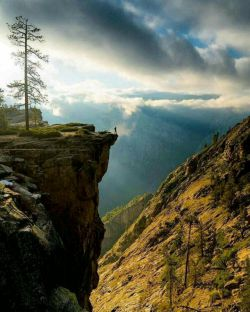 living on the edge. | photo by chrisburkard in sierra nevada mountains منطقه کوهستانی سیرا در نوادا