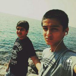 کنار دریای خلیج فارس با رفیقم محمد رضا