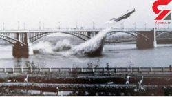 این تصویر مربوط به عبور میگ متعلق به شوروی سابق در ۱۴ جون سال ۱۹۶۵ میلادی از زیر پُل توسط خلبان Valentin Privalov است.خلبان اهل شوروی سابق واقعا چنین کاری انجام داده و از زیر پل رودخانه Novosibirsk عبور کرده است ،