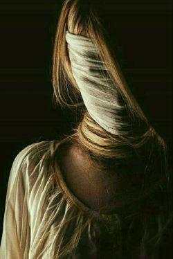 شب آرزوی زنی ست  که بغض را در سیاهی شب شکست ؛ بیصدا گریست ،،، #لیلی