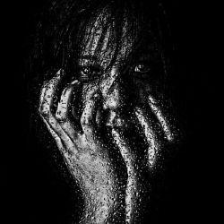 """مـــــن دردهایم را فَــرامــــــوش نکـــــرده ام ...مــن از نـهـایـــت درد ...به """" بــے حســے """" رسیـــده ام..!"""
