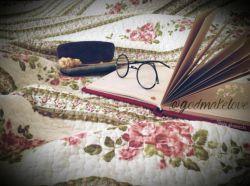 میزنم عینک به چشمم، درس میخوانم،ولی... پنج ساعت روی یک خط مانده ام، در فکر تو ...   #منوره_سادات_نمایی