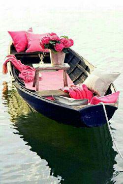 ساحل دلت را به خدا بسپار....    خودش قشنگترین قایق را برایت  میفرستد.... سلام و صبحتون نورانی ...