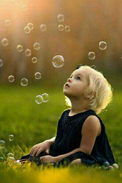 وقتی ازته دل بخندی وقتی هرچیزی رابه خودت نگیری وقتی سپاس گذارآنچه که هست باشی وقتی سراپا رقص و سرور شوی وقتی برای شاد بودن نیازبه بهانه نداشته باشی آن زمان است که واقعا زندگی میکنی
