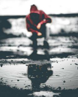 از مشکلات نمی ترسید. تنها چیزی که نگرانش می کرد، اجبار در انتخاب یک راه بود.