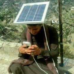 شارژ خورشیدی برای موبایل بدون شرح