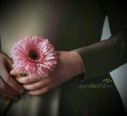 زندگی بی عشق اگر باشد ... همان جان کندن است، دم به دم جان کندن، ای دل کار دشواریست ... نیست؟ #قیصر_امین_پور