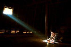 احرص على أن یشع نورك  مهما كان بدا العالم  من حولك غارقا فی الظلمات...... سعی کنید نور خود را بگسترانید  هرچند به نظر برسد  که جهان پیرامونتان در تاریکی فرورفته