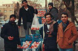 تجربه جذاب فروش انار شب یلدا در خیابان با تیم شرکتمون