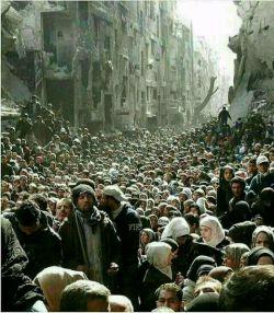 این تصویر مربوط به هیچ فیلمی نیست. تصویرى از محلهء كرد نشین شیخ مقصود در #حلب سوریه كه هزاران آواره عرب به آنجا پناه برده اند.  اللهم فرج عنهم