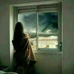 جمعه است خیلی ها نیستند... مثل تو؛ ولی یادت هست مثل گل کنار پنجره مثل عطری خوش چسبیده به  پیراهنم...  دلتنگتم عشقم :(((