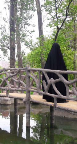 صد بار بگفتم به غلامان درت تا آینه دیگر نگذارند برت ترسم که ببینی رخ همچون قمرت کس باز نیاید دگر اندر نظرت   #hijab   #iran #iranianwomens