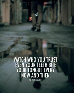 مراقب باش به كى اعتماد میكنى دندونات هم هر از گاهی زبونت رو گاز میگیرن!