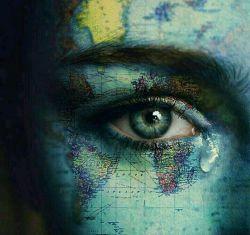 ادم ها گاهی گریه می کنند  نه به خاطر این که ضعیف هستند بلکه به این خاطر که برای مدت طولانی قوی بوده اند..!