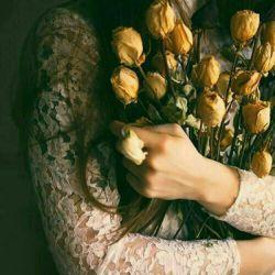 """کاش رابطه ها... یه آپشنی داشتن که هروقت دارن به تــه خط میرسن یه پیام هشدار بیاد که""""رابطه بسیار ضعیف است،لطفا  با یک """"بوسه"""" یک """"دوستت دارم"""" یک """"فقط تورو میخوام""""  شارژش کنیــد..."""" کاش..."""