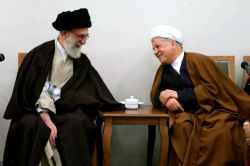 سلام...امروز نیز دشمنان این انقلاب چه درونی چه بیرونی میخواهند تفرقه ایجاد کنند و دو قطبی ایجاد بکنند،ما انسانهایی که ادعا داریم حزب اللهی هستیم یا ادعای انقلابی بودن داریم نباید به دشمن کمک کنیم و ضد انقلاب ها را شاد کنیم.بیایید صبر پیشه کنیم تا این نقشه دشمن هم شکست بخورد به فضل خداوند رحمان و رحیم.من نیز به پیروی از امام خامنه ای (حفظة الله) درگذشت آقای هاشمی رفسنجانی را به خانواده شان تسلیت میگوییم.