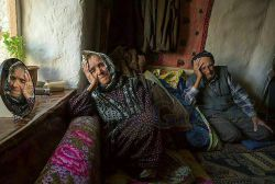 پرسیدن بدترین درد کدومه؟ یکی گفت : عاشقی یکی گفت : تنهایی یکی گفت : دلتنگی یکی گفت : فقر اما هیچکس نگفت :  پیر شدن پدر و مادر...