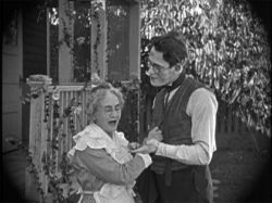هاروید لوید در پسر مادر بزرگ