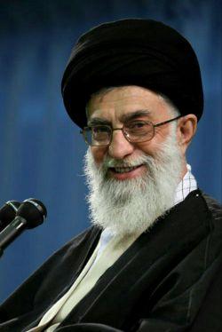 غرق رحمت روان هرکس که، انقلابی و حیدری باشد♡هر چه خاک تمام یاران است، باقیِ عمرِ رهبری باشد♡